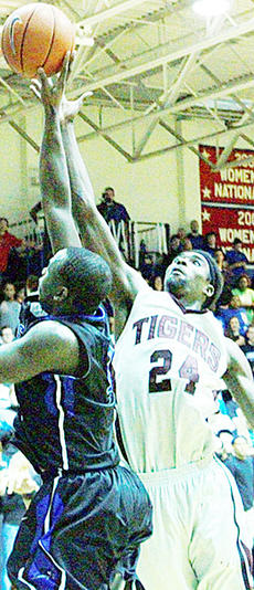 "<div class=""source"">Chris Megginson</div><div class=""image-desc"">Vernon Payne had 24 points and 11 rebounds as the Campbellsville University men won its regular-season finale 69-66 in overtime at Lindsey Wilson.</div><div class=""buy-pic""></div>"