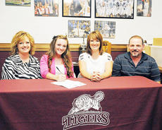 "<div class=""source"">Richard RoBards</div><div class=""image-desc"">Kasandra Richerson is joined with her parents Lorie and Michael T. Richerson plus coach Vanessa Adkins as she signs to cheer for Campbellsville University.</div><div class=""buy-pic""></div>"