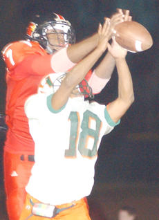 """<div class=""""source"""">Bobby Brockman</div><div class=""""image-desc"""">Leonard Macon did not bring in this pass, but he did catch one similar in the second half and finished with eight receptions for 188 yards and two runs for 61 yards in Taylor County's 45-30 win at home vs. Hart County.</div><div class=""""buy-pic""""><a href=""""http://web2.lcni5.com/cgi-bin/c2newbuyphoto.cgi?pub=085&orig=11-03%2BLMacon.jpg"""" target=""""_new"""">Buy this photo</a></div>"""