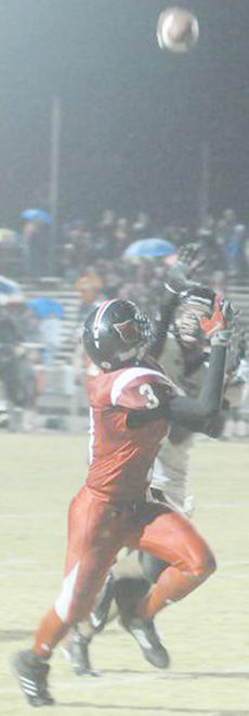 """<div class=""""source"""">Richard RoBards</div><div class=""""image-desc"""">Michael Coulter prepares to bring in the game-winning catch in Taylor County's 29-24 play-off win vs. Powell County.</div><div class=""""buy-pic""""><a href=""""/photo_select/13140"""">Buy this photo</a></div>"""