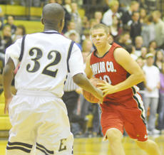 """<div class=""""source"""">Bobby Brockman</div><div class=""""image-desc"""">Trae Wells scored the game-winning basket in Taylor County's 56-54 road triumph at Elizabethtown.</div><div class=""""buy-pic""""><a href=""""/photo_select/26415"""">Buy this photo</a></div>"""