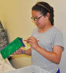 """<div class=""""source"""">Leslie Moore</div><div class=""""image-desc"""">Taliyah Hazelwood selects a natural green color to paint her birdhouse.</div><div class=""""buy-pic""""><a href=""""/photo_select/45135"""">Buy this photo</a></div>"""