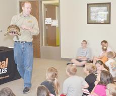 """<div class=""""source"""">Calen McKinney</div><div class=""""image-desc"""">Opferman shows the crowd a yellow-footed tortoise.</div><div class=""""buy-pic""""><a href=""""/photo_select/45417"""">Buy this photo</a></div>"""