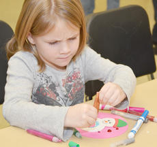 "<div class=""source"">Calen McKinney</div><div class=""image-desc"">Rylee Carter, 5, of Campbellsville concentrates as she does a snowman craft. </div><div class=""buy-pic""><a href=""http://web2.lcni5.com/cgi-bin/c2newbuyphoto.cgi?pub=085&orig=Arts%2Band%2BCrafts%2B6.jpg"" target=""_new"">Buy this photo</a></div>"