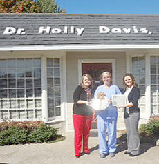 """<div class=""""source""""></div><div class=""""image-desc"""">Dr. Holly Davis DMD, center, receives this year's Thursday award. BPW honors a woman in the community for each day of National Business Women's Week, which was Oct. 8-12.</div><div class=""""buy-pic""""></div>"""