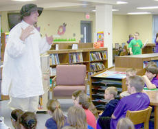 """<div class=""""source""""></div><div class=""""image-desc"""">Campbellsville Middle School Principal David Petett visited Kaye Agathen's fourth-grade social studies classes on Oct. 19 dressed as famous Kentucky pioneer Daniel Boone and explained what life was like for the early Kentucky settlers. </div><div class=""""buy-pic""""></div>"""