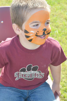 """<div class=""""source"""">Calen McKinney</div><div class=""""image-desc"""">Jaden Scott Elmore, 3, of Campbellsville, smiles after getting his face painted like a tiger during the Homecoming festival on Saturday.</div><div class=""""buy-pic""""><a href=""""/photo_select/40787"""">Buy this photo</a></div>"""