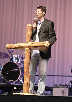 """<div class=""""source""""></div><div class=""""image-desc"""">Evangelist Jay Lowder shares a message of hope during a Jay Lowder Harvest Ministries citywide outreach in Clovis, N.M.</div><div class=""""buy-pic""""></div>"""