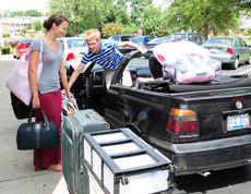 """<div class=""""source"""">Drew Tucker</div><div class=""""image-desc"""">Carlyn Morris and Henry Smith start to unload their vehicle.</div><div class=""""buy-pic""""><a href=""""http://web2.lcni5.com/cgi-bin/c2newbuyphoto.cgi?pub=085&orig=CU%2BStudents%2BMove%2BCaylynmorrishenrysmith%2BColor.jpg"""" target=""""_new"""">Buy this photo</a></div>"""