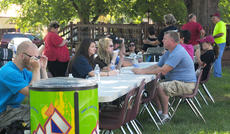 """<div class=""""source"""">Drew Tucker</div><div class=""""image-desc"""">Pleasant Hill Baptist Church helps students with their belongings and appetites. </div><div class=""""buy-pic""""><a href=""""http://web2.lcni5.com/cgi-bin/c2newbuyphoto.cgi?pub=085&orig=CU%2BStudents%2BMove%2BPhbchurch%2BColor.jpg"""" target=""""_new"""">Buy this photo</a></div>"""