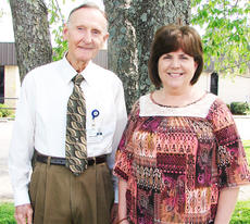 """<div class=""""source""""></div><div class=""""image-desc"""">Sam Underwood, tumor registrar, and JoAnn Smith, cancer conference coordinator, and cancer registrars throughout the world will observe National Cancer Registrars Week, which runs today through Friday.</div><div class=""""buy-pic""""></div>"""