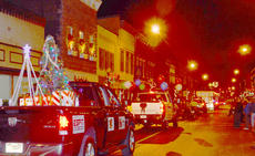 """<div class=""""source"""">Calen McKinney</div><div class=""""image-desc"""">Residents line Main Street to see this year's parade.</div><div class=""""buy-pic""""><a href=""""/photo_select/41662"""">Buy this photo</a></div>"""