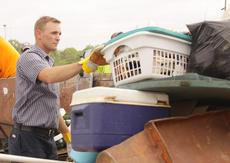"""<div class=""""source"""">Jeff Moreland</div><div class=""""image-desc"""">Mark Inman, an employee of the city of Campbellsville, works during the Clean Taylor County event Friday.</div><div class=""""buy-pic""""><a href=""""http://web2.lcni5.com/cgi-bin/c2newbuyphoto.cgi?pub=085&orig=Cleanup%2B1_0.jpg"""" target=""""_new"""">Buy this photo</a></div>"""