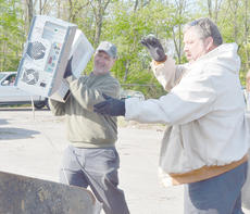 """<div class=""""source"""">Calen McKinney</div><div class=""""image-desc"""">County Road Department employees Doug Godsey, at left, and Gary Hunt help unload items at Friday's cleanup.</div><div class=""""buy-pic""""><a href=""""http://web2.lcni5.com/cgi-bin/c2newbuyphoto.cgi?pub=085&orig=Cleanup%2B2_1.jpg"""" target=""""_new"""">Buy this photo</a></div>"""