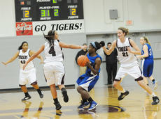 "<div class=""source"">Richard RoBards</div><div class=""image-desc"">Campbellsville University's defense surround LWC point guard Monny Niakme.</div><div class=""buy-pic""></div>"