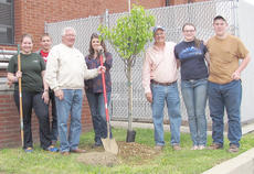 """<div class=""""source""""></div><div class=""""image-desc"""">From left are conservation members Rebekah Cowherd and Isaac Thompson, Rogers, Taylor County Conservation District Supervisor Mary Newcome, Taylor Conservation District Supervisor Barry Smith and conservation members Winnie Cheuvront and Mason Arnold.</div><div class=""""buy-pic""""></div>"""