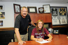 "<div class=""source"">Campbellsville University</div><div class=""image-desc"">Ellen Sholtes will be the third Western Kentucky University transfer to play for Ginger Colvin and the Campbellsville University Lady Tigers over the last five seasons. Current CU player Courtney Clifton and NAIA Player of the Year Whitney Ballinger also started their collegiate careers at WKU.</div><div class=""buy-pic""></div>"