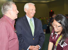 """<div class=""""source"""">Calen McKinney</div><div class=""""image-desc"""">Otto Tennant, vice president for finance and administration at Campbellsville University, at left, and Elaine Tan, international activities assistant at CU, at right, share a laugh with Kentucky Gov. Steve Beshear.</div><div class=""""buy-pic""""><a href=""""/photo_select/46522"""">Buy this photo</a></div>"""