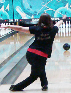 "<div class=""source"">Nathaniel Bryan</div><div class=""image-desc"">Megan Hedgespeth missed the elite eight by two pins in singles' competition.</div><div class=""buy-pic""></div>"