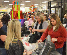 """<div class=""""source"""">Calen McKinney</div><div class=""""image-desc"""">Shoppers check out at JCPenney after finding their bargains on Thanksgiving night.</div><div class=""""buy-pic""""><a href=""""/photo_select/48713"""">Buy this photo</a></div>"""