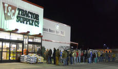 """<div class=""""source"""">Calen McKinney</div><div class=""""image-desc"""">Shoppers wait for Tractor Supply Co. to open early Friday morning.</div><div class=""""buy-pic""""><a href=""""/photo_select/48720"""">Buy this photo</a></div>"""