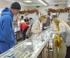 """<div class=""""source"""">Calen McKinney</div><div class=""""image-desc"""">Shoppers look at the selection at Tucker Diamonds and Gold on Friday morning. The store had a 50 percent off sale from 9 to 10 a.m.</div><div class=""""buy-pic""""><a href=""""/photo_select/48722"""">Buy this photo</a></div>"""