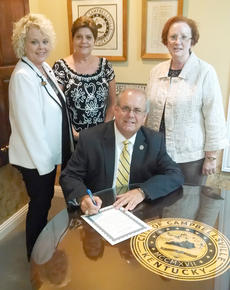 "<div class=""source""></div><div class=""image-desc"">From left are BPW members Renay England, Fran Deener, Marilyn Neumann and Campbellsville Mayor Tony Young.</div><div class=""buy-pic""></div>"
