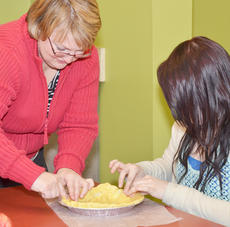 """<div class=""""source"""">Calen McKinney</div><div class=""""image-desc"""">Tammy Blakeman of Campbellsville helps her daughter, Miranda, put the finishing touches on their homemade pie crust.</div><div class=""""buy-pic""""><a href=""""/photo_select/49180"""">Buy this photo</a></div>"""