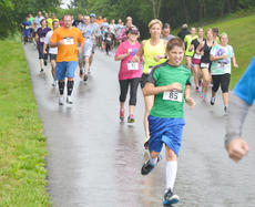 "<div class=""source"">Calen McKinney</div><div class=""image-desc"">Runners take off in the rain.  </div><div class=""buy-pic""><a href=""http://web2.lcni5.com/cgi-bin/c2newbuyphoto.cgi?pub=085&orig=dam_runner_1.jpg"" target=""_new"">Buy this photo</a></div>"