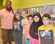 "<div class=""source"">Calen McKinney</div><div class=""image-desc"">Smith poses for a photo with the middle school students who critiqued his book. They are, from left, Lyric Hyde, J.P. Gibbs, Hadey Alabusalim, Fatimah Alabusalim and Hassan Alabusalim.</div><div class=""buy-pic""><a href=""http://web2.lcni5.com/cgi-bin/c2newbuyphoto.cgi?pub=085&orig=deronte_smith_focus_group_9_color.jpg"" target=""_new"">Buy this photo</a></div>"