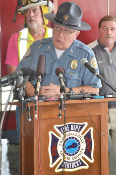 "<div class=""source"">Calen McKinney</div><div class=""image-desc"">Campbellsville Police Chief Hazlette explains how Campbellsville Fire & Rescue personnel Tony Grider and Alex Quinn were injured during a news conference on Thursday evening.</div><div class=""buy-pic""><a href=""http://web2.lcni5.com/cgi-bin/c2newbuyphoto.cgi?pub=085&orig=firefighter_press_conference_3.jpg"" target=""_new"">Buy this photo</a></div>"
