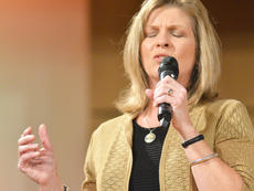 """<div class=""""source"""">Calen McKinney</div><div class=""""image-desc"""">Gail Godsey of the new group Harvest performs at Hearts To Help, a fundraiser concert on Saturday to raise money for Green River Ministries.</div><div class=""""buy-pic""""><a href=""""/photo_select/48499"""">Buy this photo</a></div>"""