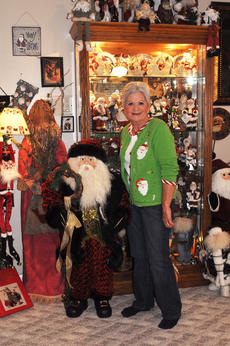 "<div class=""source"">Leslie Moore</div><div class=""image-desc"">Regnia Fair can't help but smile every time she walks into her Santa Claus room filled with about 3,000 Santa Clauses that stays up year-round.</div><div class=""buy-pic""><a href=""http://web2.lcni5.com/cgi-bin/c2newbuyphoto.cgi?pub=085&orig=regnia_fair_1.jpg"" target=""_new"">Buy this photo</a></div>"