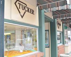 """<div class=""""source"""">Calen McKinney</div><div class=""""image-desc"""">A burglar attempted to get inside Tucker Diamonds and Gold early Wednesday morning, but was unsuccessful. The safety glass in the window and door didn't shatter.</div><div class=""""buy-pic""""><a href=""""http://web2.lcni5.com/cgi-bin/c2newbuyphoto.cgi?pub=085&orig=tuckers_break-in_3.jpg"""" target=""""_new"""">Buy this photo</a></div>"""