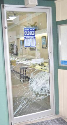 """<div class=""""source"""">Calen McKinney</div><div class=""""image-desc"""">A burglar attempted to get inside Tucker Diamonds and Gold early Wednesday morning, but was unsuccessful. The safety glass in the window and door didn't shatter.</div><div class=""""buy-pic""""><a href=""""http://web2.lcni5.com/cgi-bin/c2newbuyphoto.cgi?pub=085&orig=tuckers_break-in_4.jpg"""" target=""""_new"""">Buy this photo</a></div>"""