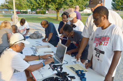 Participants register for the 2k run/walk.