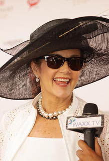 Actress Lynda Carter does an interview on the red carpet.