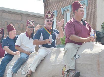 Shriners from Kosair Mark Twain Shrine Club in Columbia wave to the crowd.