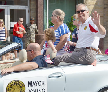 Campbellsville Mayor Tony Young waves to the crowd during the parade.