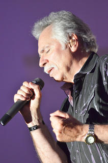 Joe Bonsall sings to the crowd.