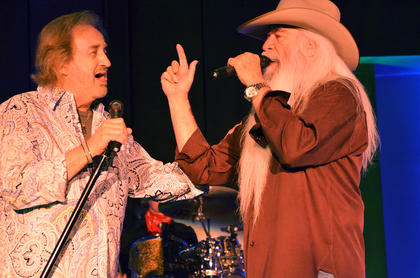 Duane Allen and William Lee Golden sing together.