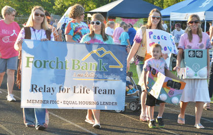 The Forcht Bank team walks a lap.