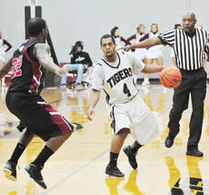 "<div class=""source"">Richard RoBards</div><div class=""image-desc"">Sean Scott had 13 points and seven assists in the road win at Bluefield.</div><div class=""buy-pic""></div>"