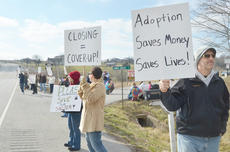 "<div class=""source"">Calen McKinney</div><div class=""image-desc"">About 50 protestors rallied at the Taylor County Animal Shelter on Saturday in the second rally to save the shelter.</div><div class=""buy-pic""><a href=""http://web2.lcni5.com/cgi-bin/c2newbuyphoto.cgi?pub=085&orig=Shelter%2BProtest%2B%25232%2B10.jpg"" target=""_new"">Buy this photo</a></div>"
