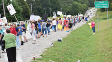 """<div class=""""source"""">Photo/Zac Oakes</div><div class=""""image-desc"""">Protesters lined the side of US 68 Saturday afternoon, protesting a recent agreement reached in the Bobby and Rebecca Phillips Animal Cruelty case.</div><div class=""""buy-pic""""><a href=""""/photo_select/67640"""">Buy this photo</a></div>"""