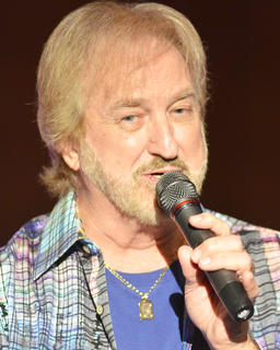 """Duane Allen sings """"That's What I Like About Christmas."""""""