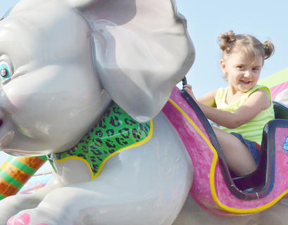 Braylee Tucker, 4, of Campbellsville, smiles as she rides high in an elephant.