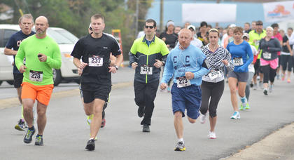 Runners get a lead on their competition during Saturday's race. From left are Les Chadwick, Marc Brock, R.B. Herron, Chris Ambers and Ellie McKinley.